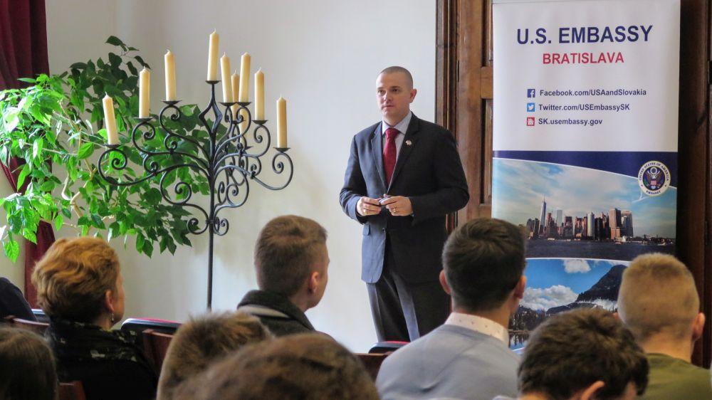 Stretnutie s hovorcom Veľvyslanectva USA